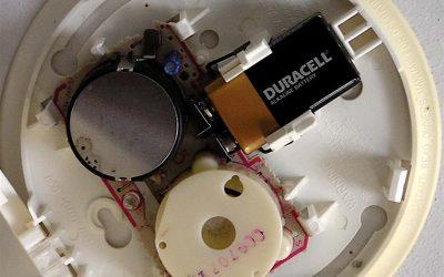 Rookmelder op batterij